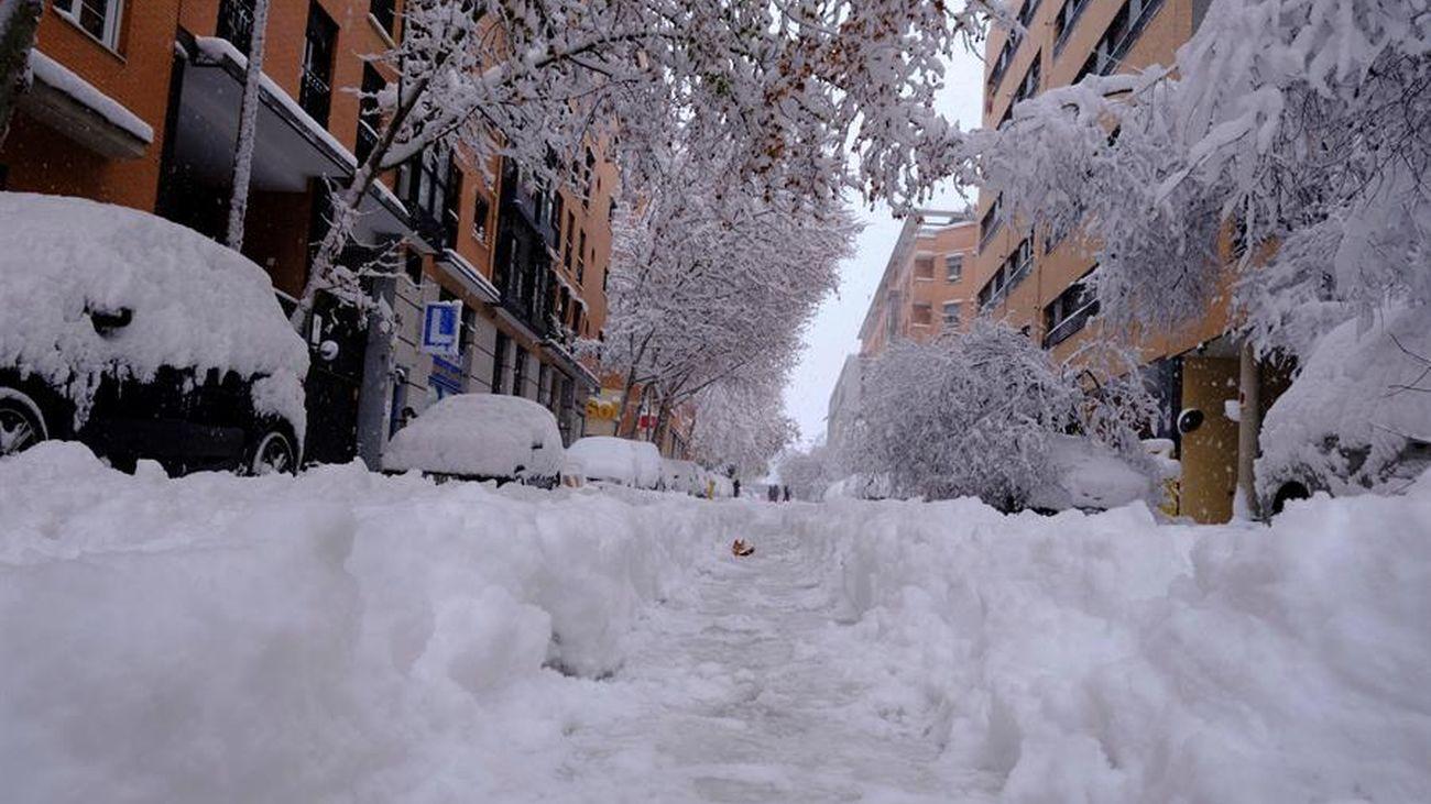 Imagen de la nieve en una calle del distrito de Arganzuela