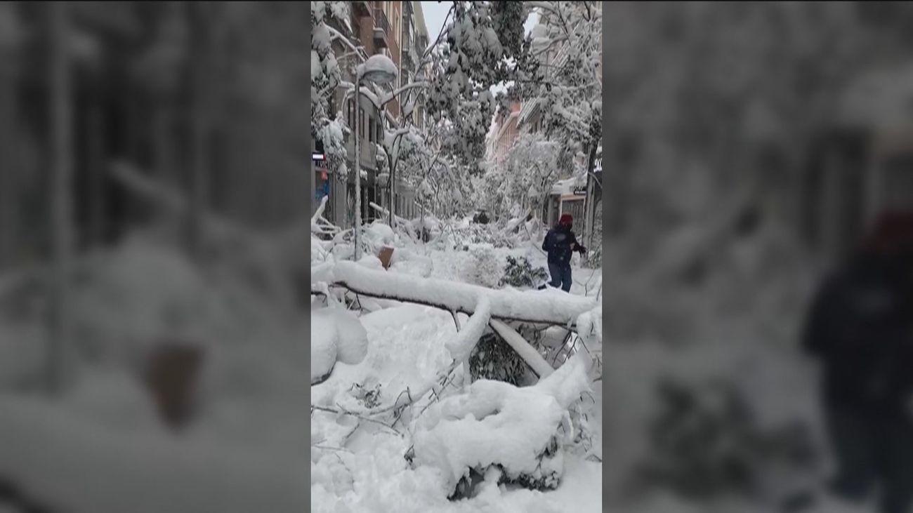 La calle Fuencarral llena de nieve
