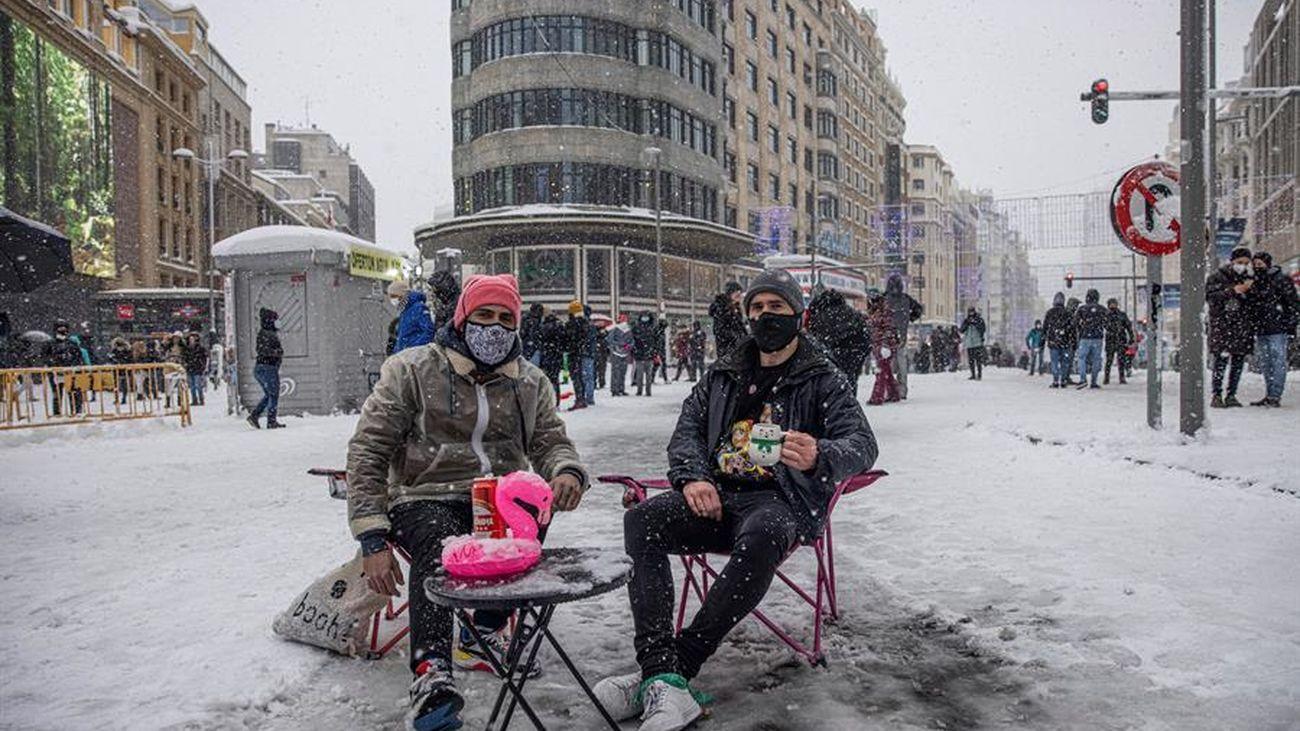 La imagen más amable del temporal de nieve en Madrid