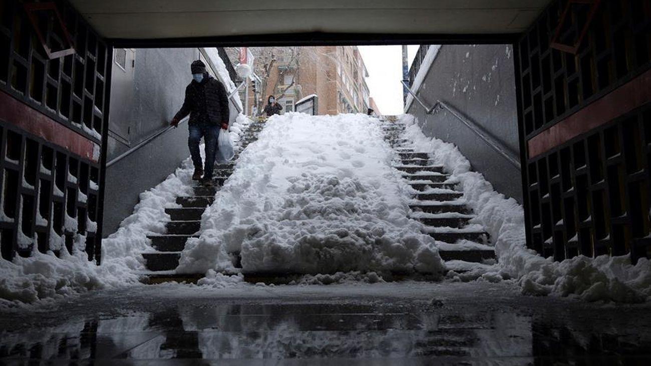 Metro, autobuses, cercanías, intercambiadores... Así está Madrid este lunes tras la gran nevada