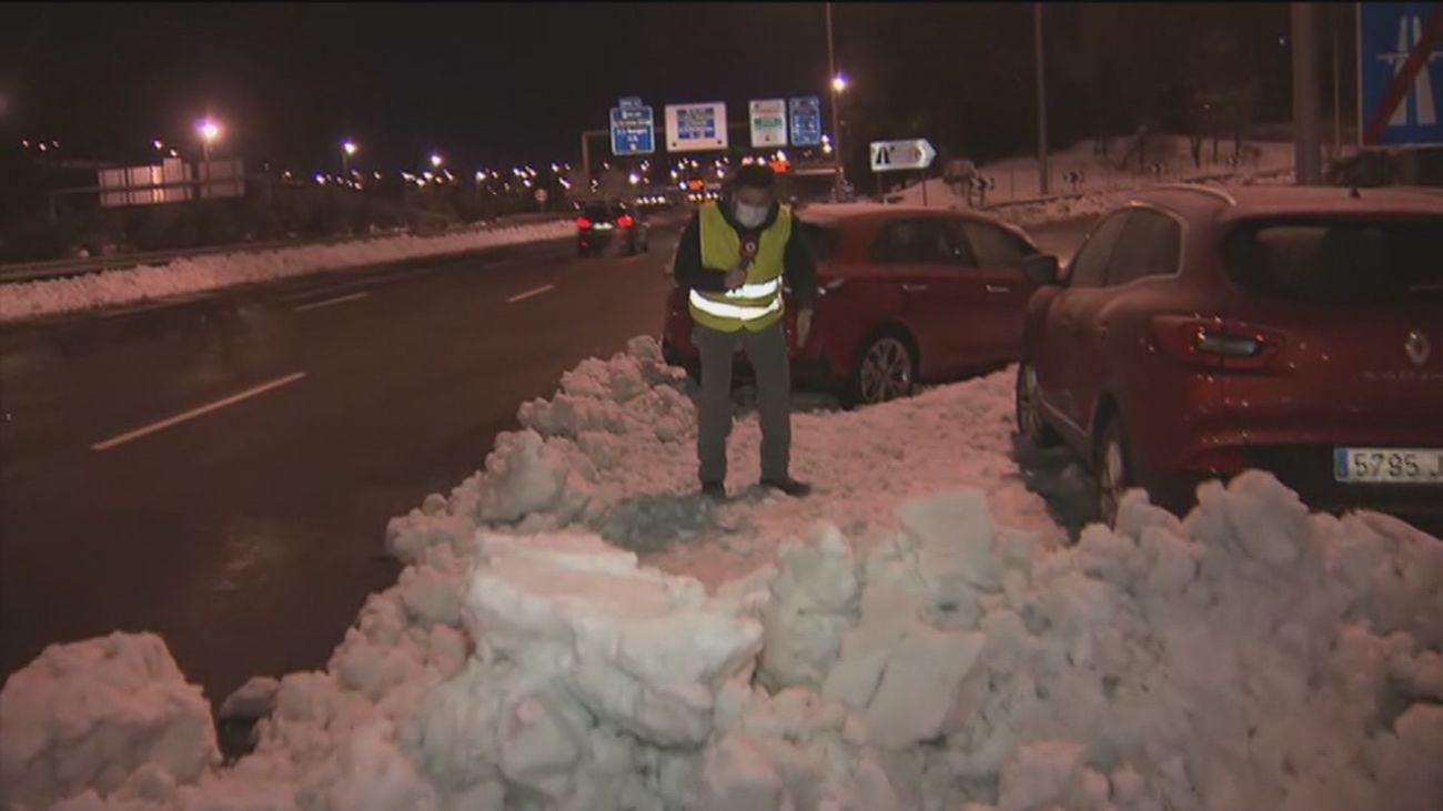 El Ayuntamiento llevará  los 700 coches abandonados en la M-30 por el temporal a un depósito municipal