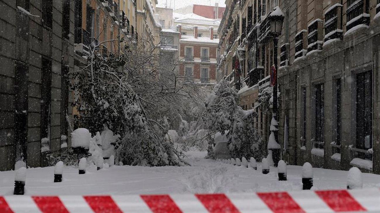 La cara trágica de la nevada: la policía custodia cadáveres en domicilios de Madrid inaccesibles por la nieve