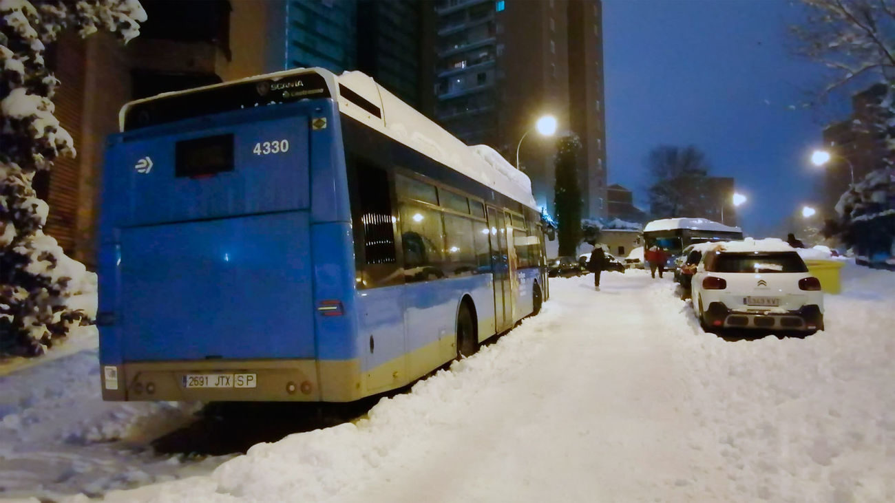 Un autobús de la EMT parado por la nevada que dejó la borrasca Filomena