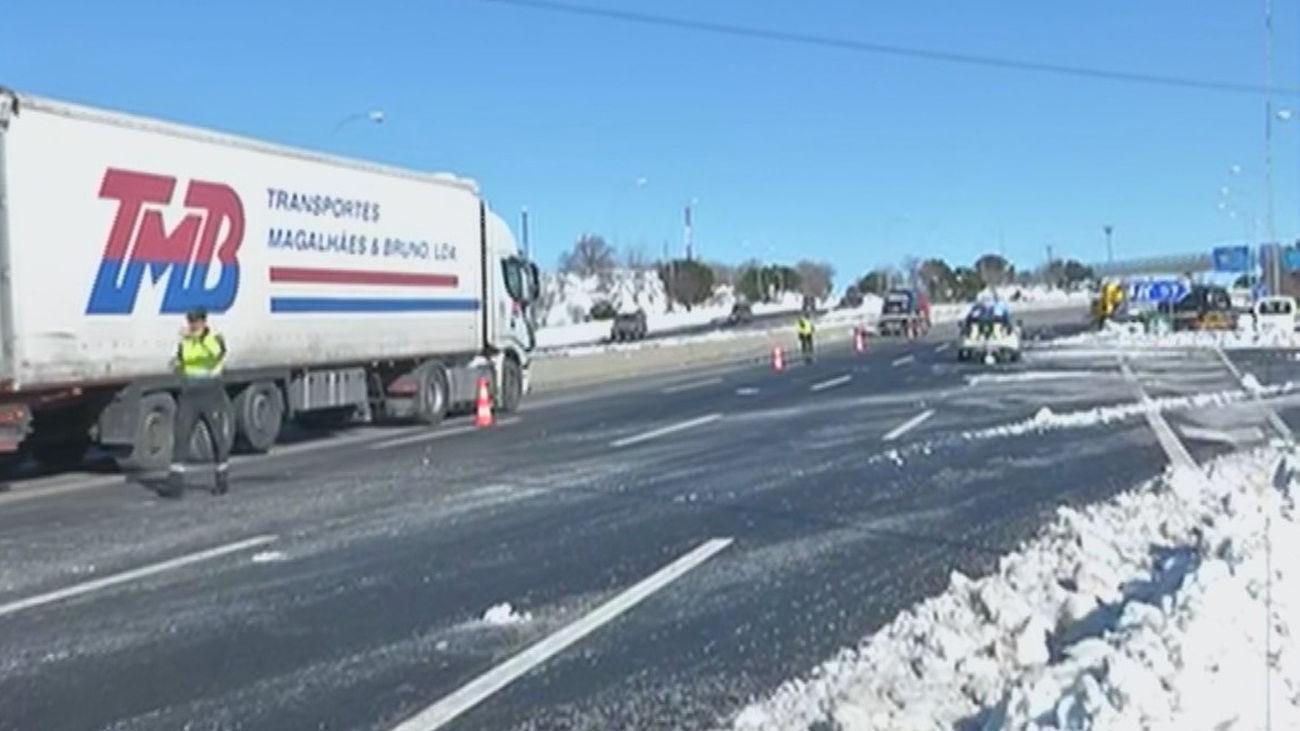 Los  primeros camiones de suministros entran en la Comunidad de Madrid