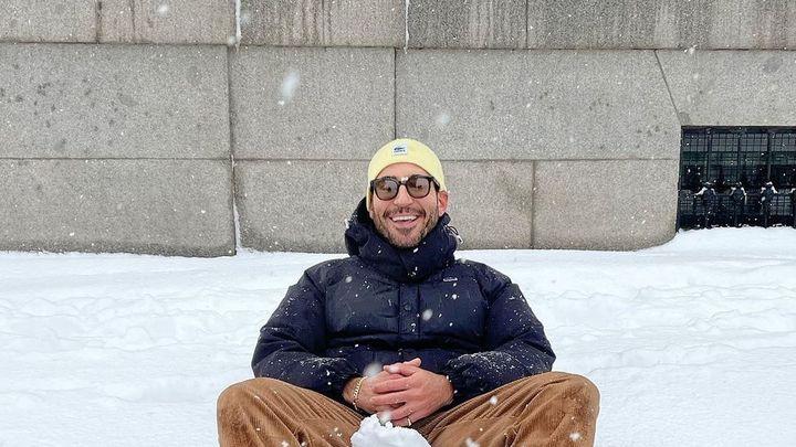 Miguel Ángel Silvestre revoluciona las redes quitándose la ropa en la nieve