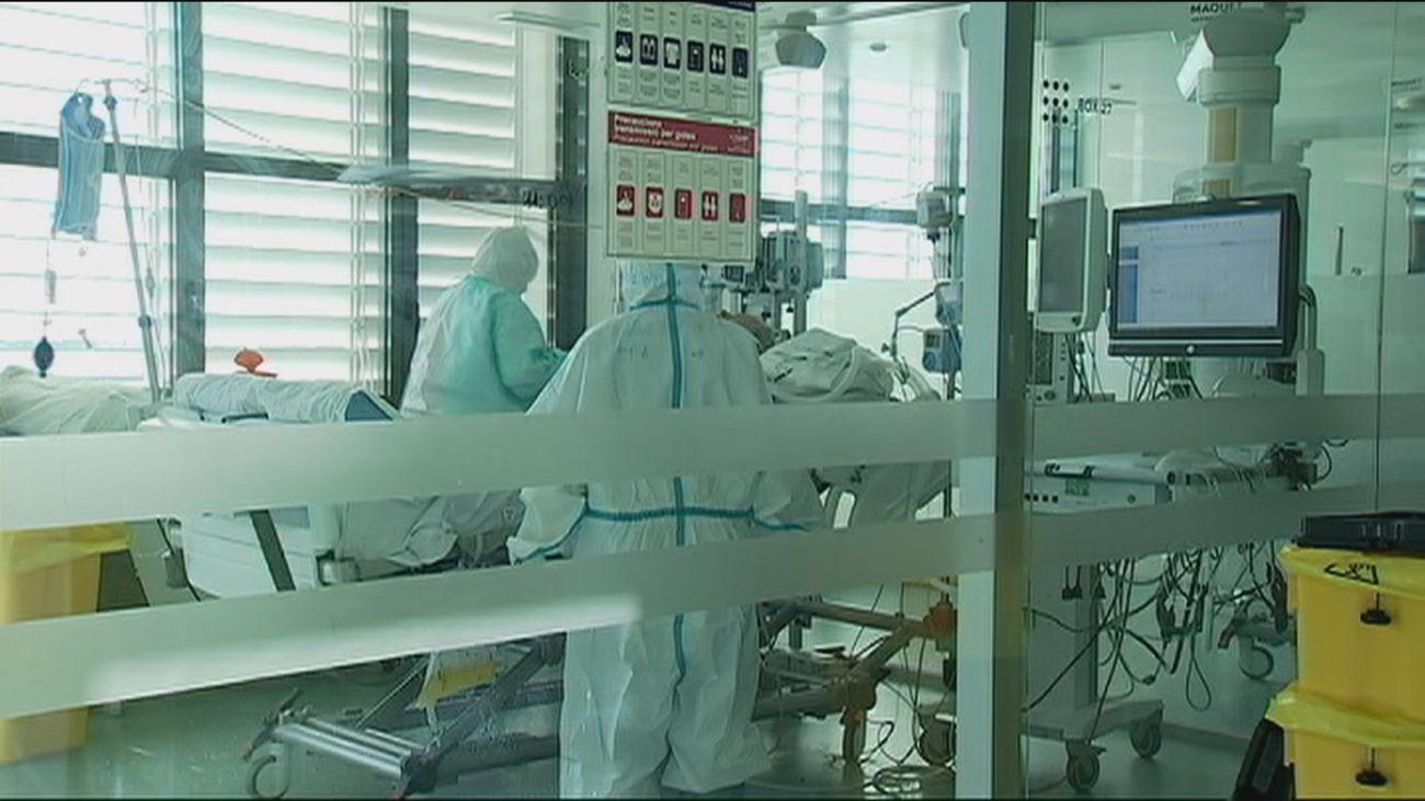 Sanidad notifica 25.438 casos más de Covid-19 que el lunes y 408 nuevos fallecimientos