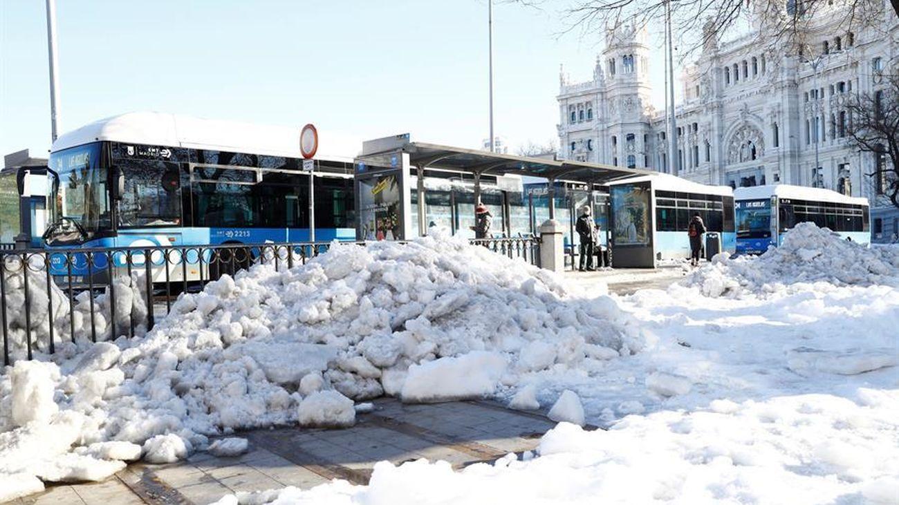 Autobuses de Madrid ya circulan entre la nieve