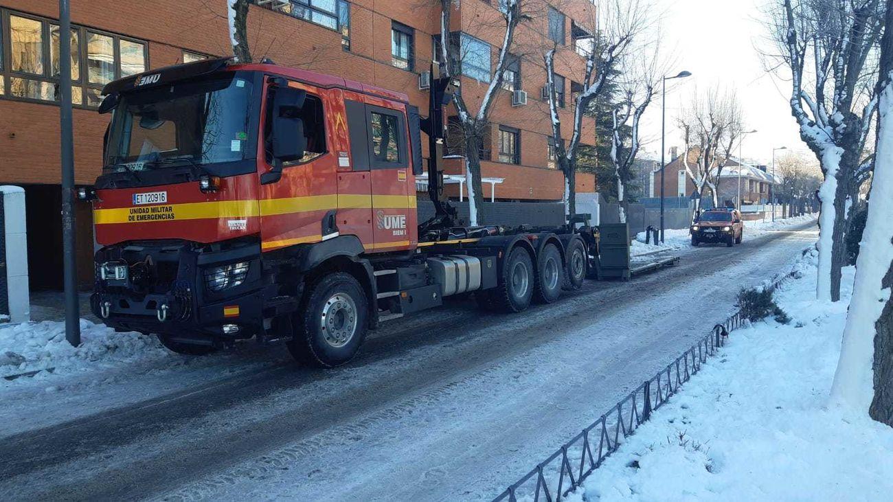 Efectivos de la UME trabajan en Valdemoro y Leganés para despejar las calles