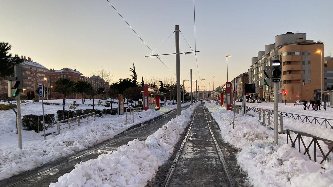 Limpieza de nieve en las vías de Metro Ligero