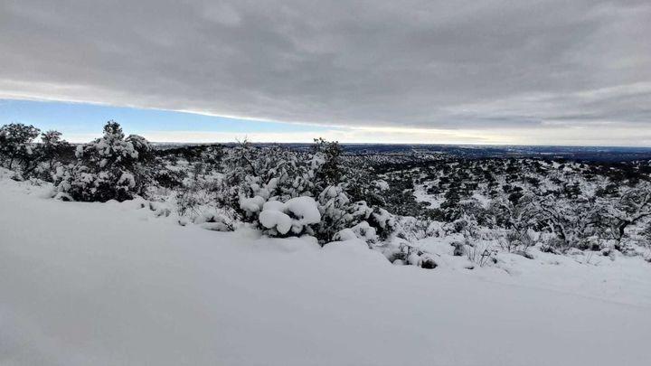 Un centenar de familias de las afueras de El Molar aisladas por la nieve