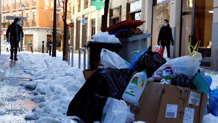 Más basura en las calles madrileñas a la espera de recuperar el servicio de recogida
