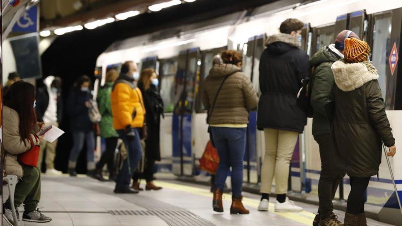 El transporte público de Madrid remonta con aglomeraciones y algunas averías