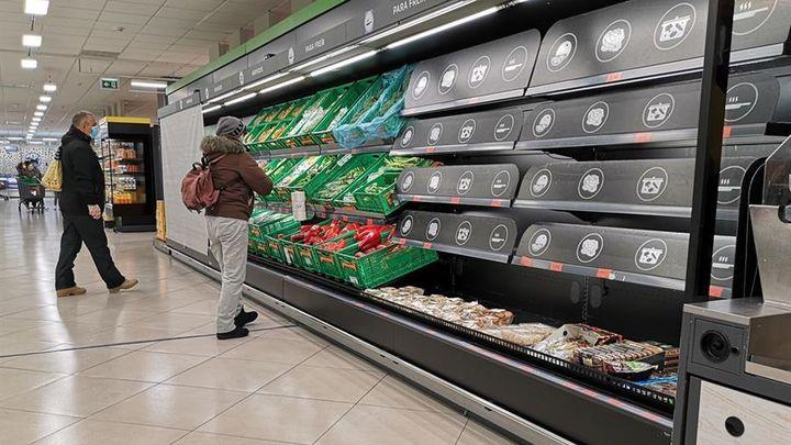 Los supermercados de Madrid empiezan a recuperar la normalidad en sus estantes