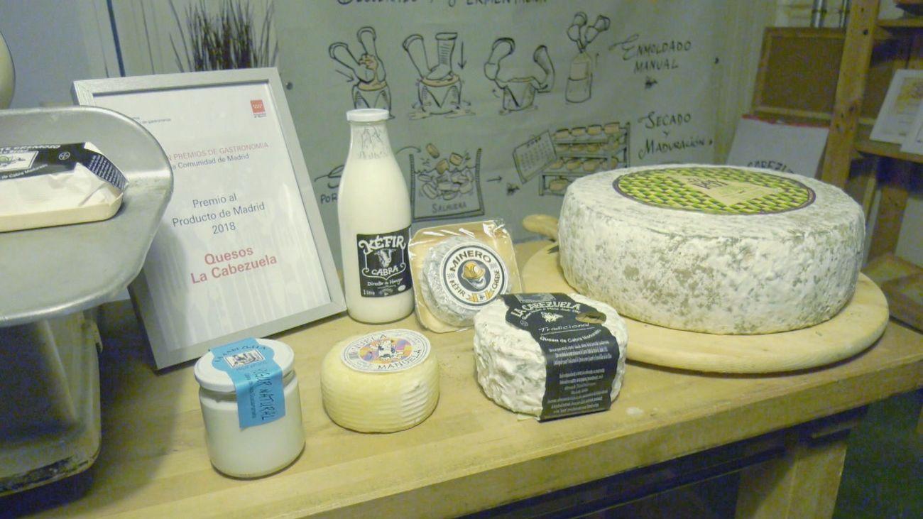Nos colamos en 'La Cabezuela', la quesería artesanal de Fresnedillas de la Oliva