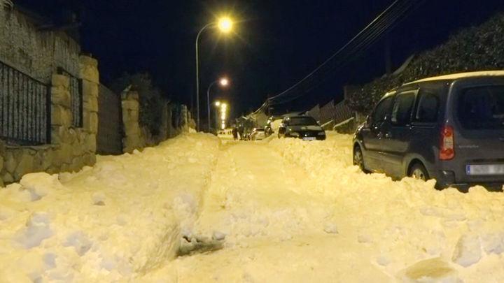 Aislados y sin poder acceder a sus medicamentos por la nieve, así se encuentran estos vecinos de Collado Villalba