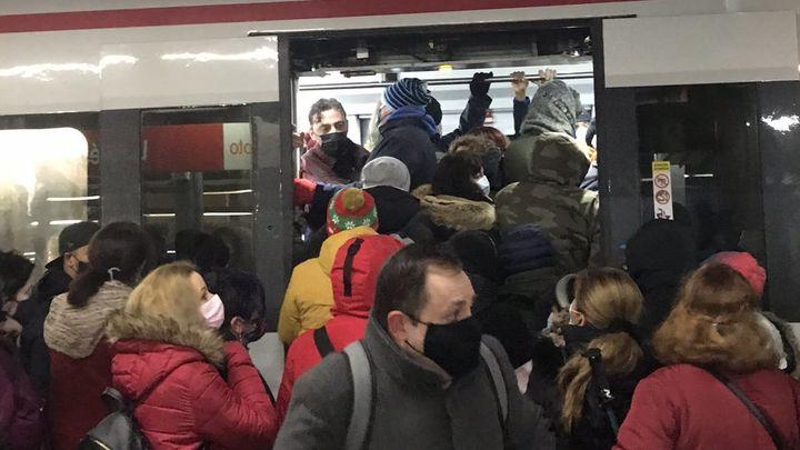Caos en la C-5 de Cercanías Renfe, con aglomeraciones en estaciones como las de Leganés o Fuenlabrada