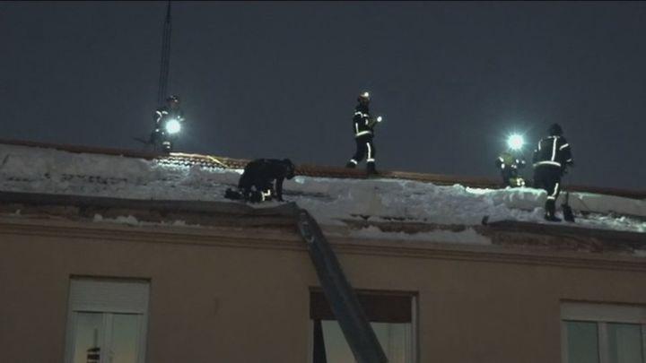 Se desploma parte de la azotea de una vivienda en Francisco Silvela por la nieve acumulada
