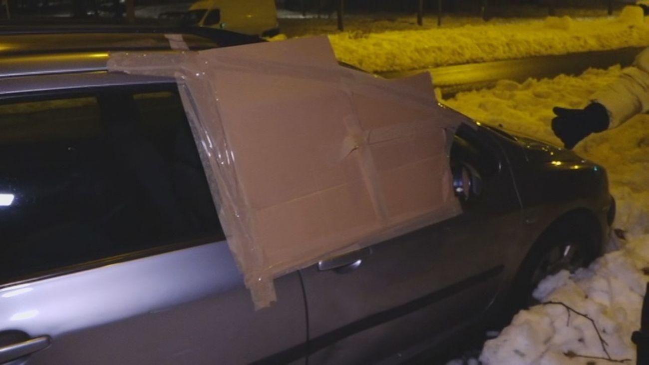 Destrozan los cristales de varios coches en Simancas durante la nevada