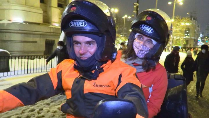 La pareja que llegó a Madrid en quad desde Extremadura para ver a 'Filomena'