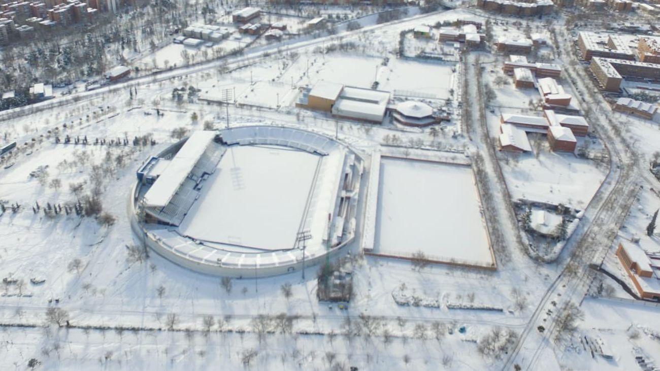 El estadio de Butarque, completamente nevado