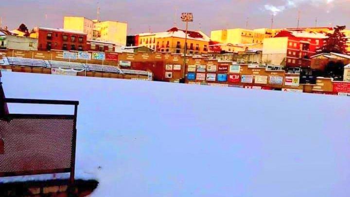 El estadio Mariano González blanco bajo el sol