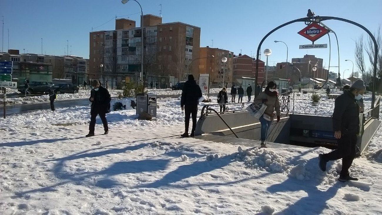 Estación de metro de Colonia Jardín tras la nevada