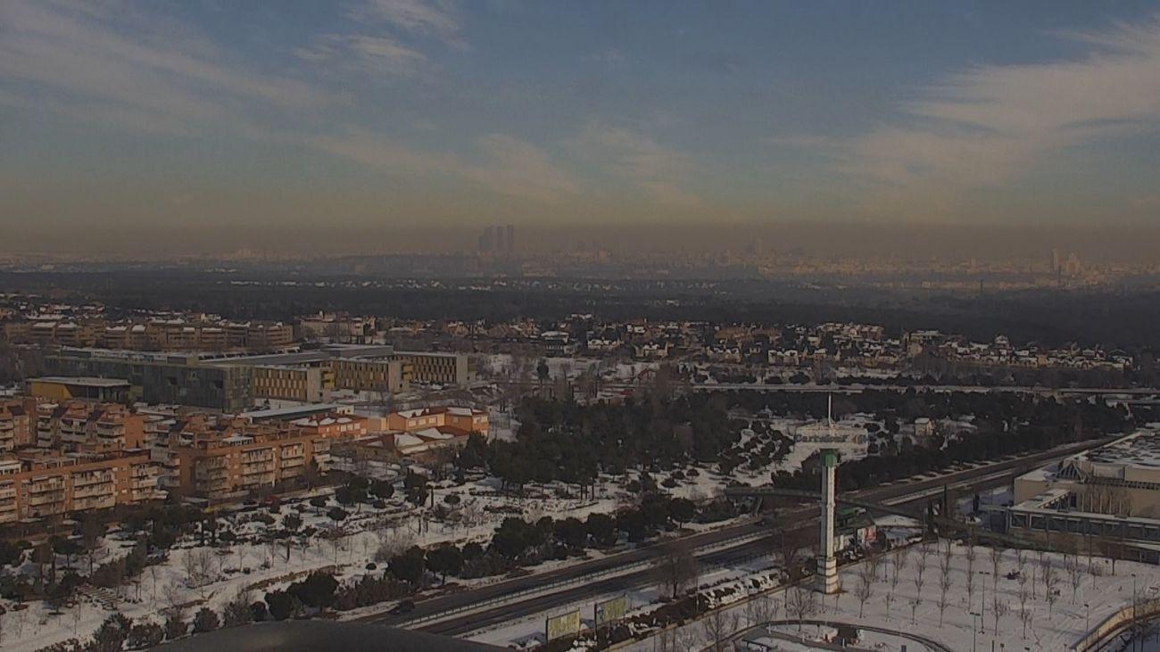 """La """"boina"""" sobre Madrid vista desde Ciudad de la Imagen  en Pozuelo de Alarcón"""