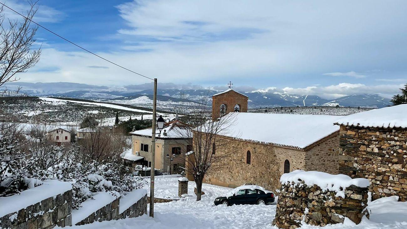 Vista de Robledillo de la Jara tras la nevada