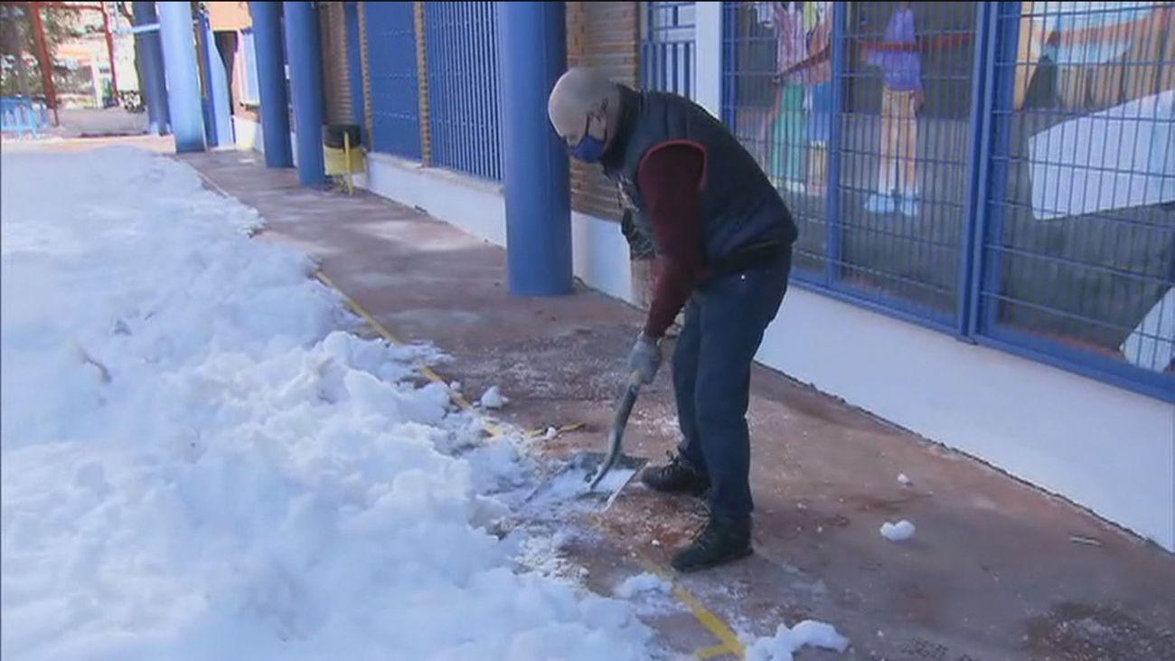 Unos 1.754 centros escolares de la región necesitan que sean despejadas de nieve sus accesos