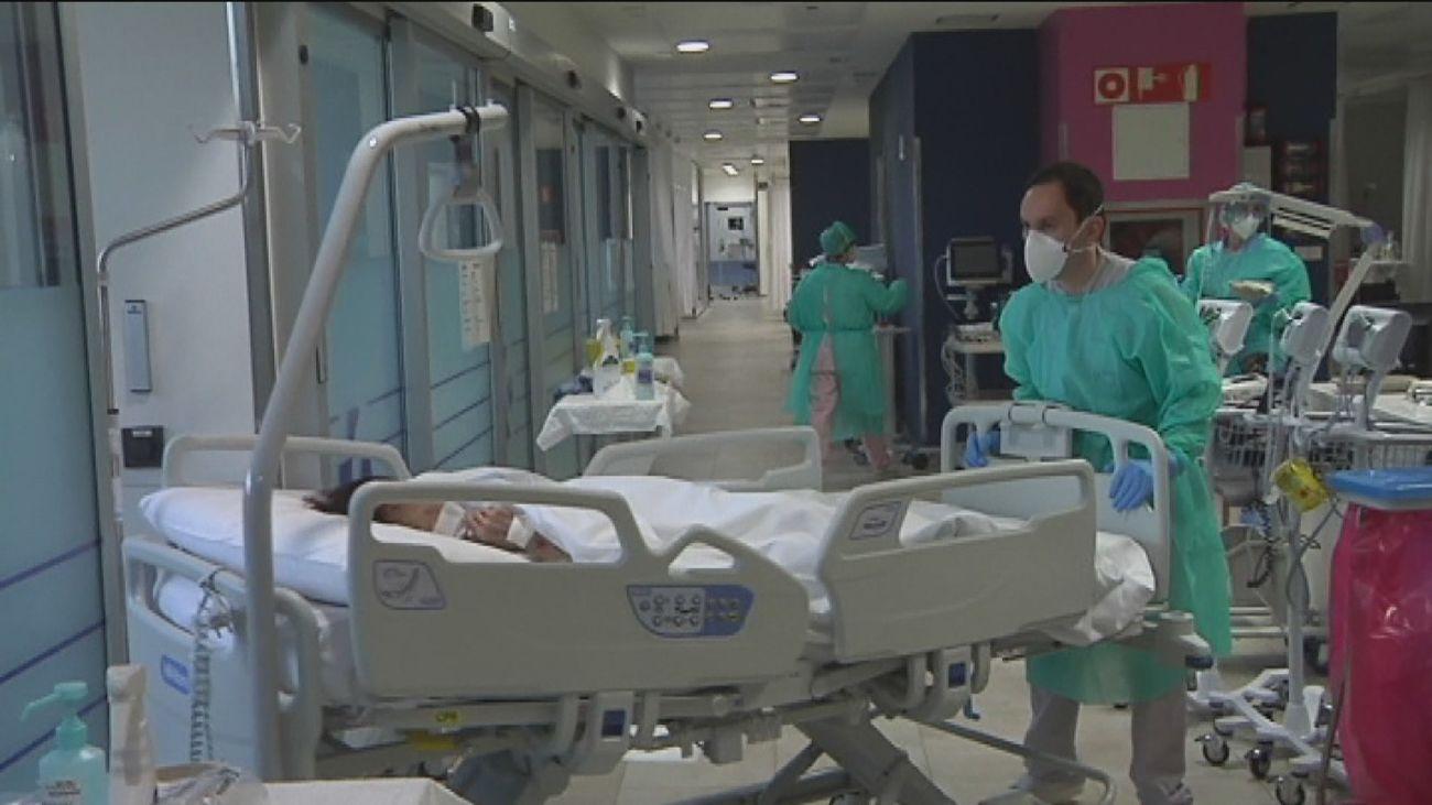 La tercera ola del coronavirus dispara los contagios y Andalucía y Castilla y León piden el confinamiento