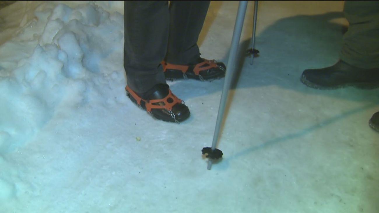 Con esquíes y crampones en Begoña, una pista de hielo peligrosa
