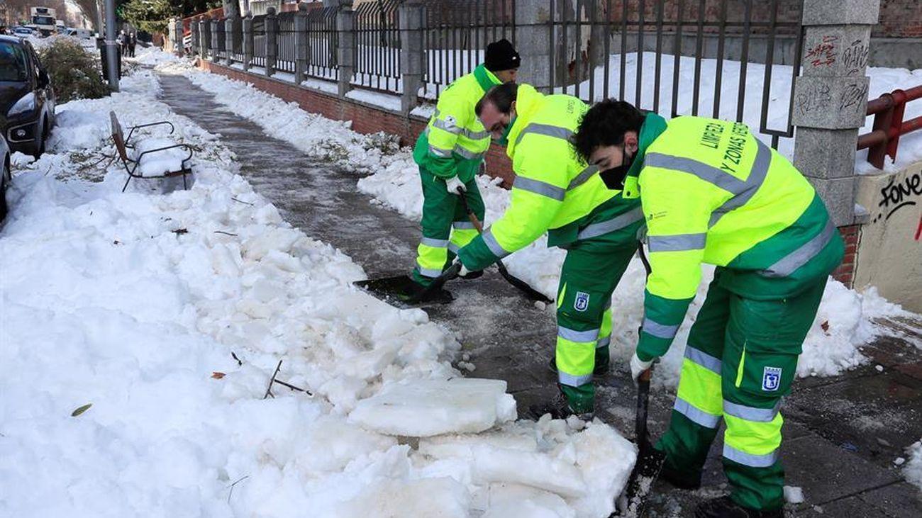 Transportes, basura, colegios, entierros... Así está Madrid una semana después de que empezara a nevar