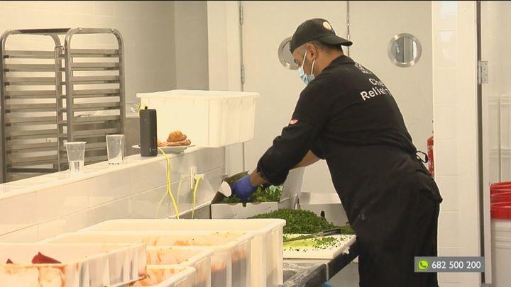 La ONG del chef José Andrés reparte comidas calientes a los más vulnerables