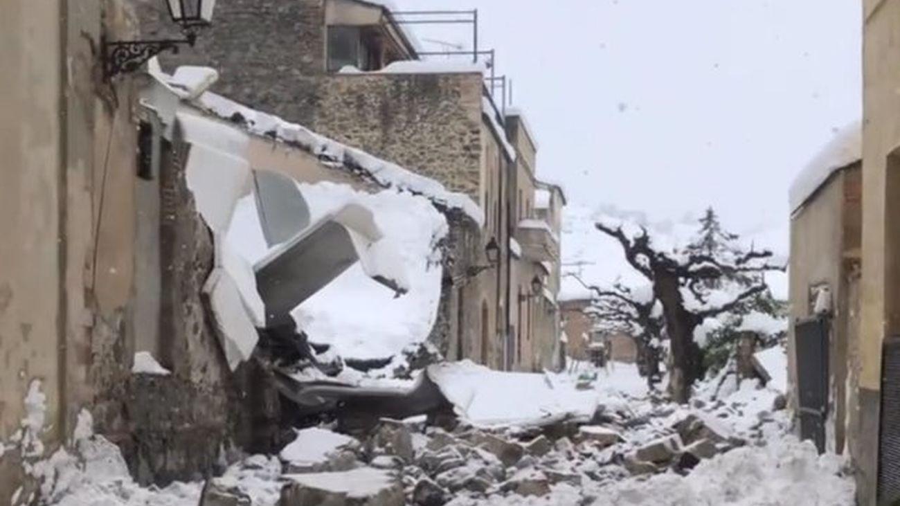 La Comunidad de Madrid pide máxima precaución a los ciudadanos ante posibles desprendimientos de hielo desde las cornisas
