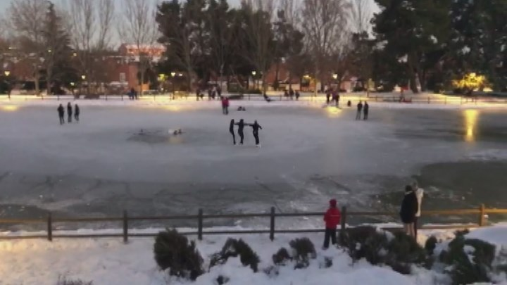 Peligro en Madrid de pasear o jugar en lagos y ríos congelados