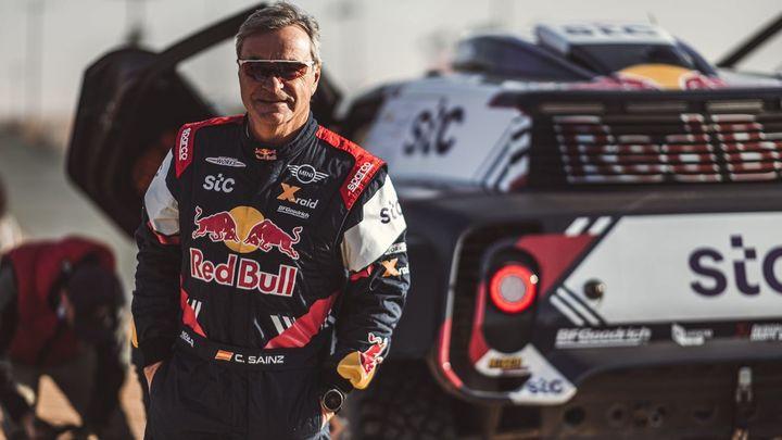 """Carlos Sainz acaba tercero en el Dakar: """"Me voy contento a medias"""""""