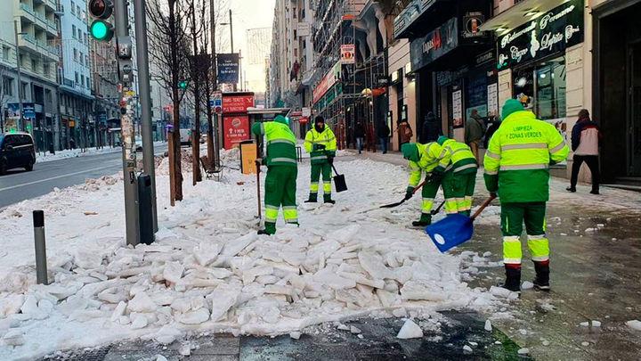 El Ayuntamiento de Madrid ha limpiado ya 118 colegios y 2.100 kilómetros de calles están despejadas
