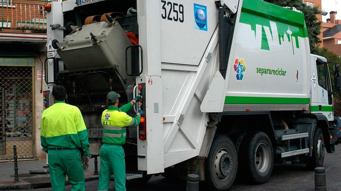 Recogida de basuras tras el temporal Filomena