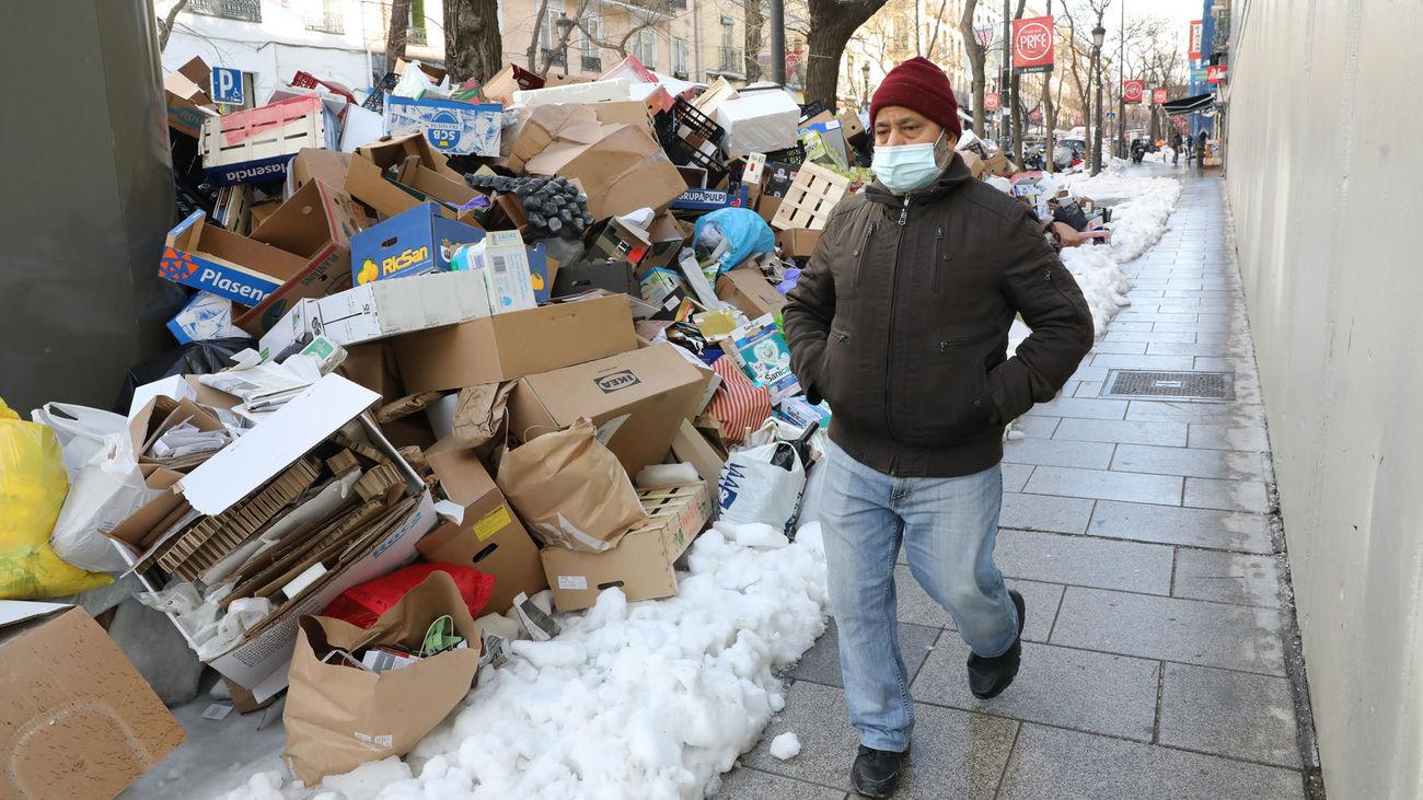 Basura acumulada en las calles de Madrid tras el paso de la tormenta Filomena