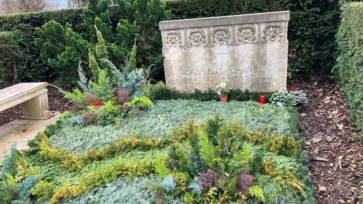 Visitamos la tumba de Coco Chanel en Suiza, lugar donde estuvo exiliada durante 10 años