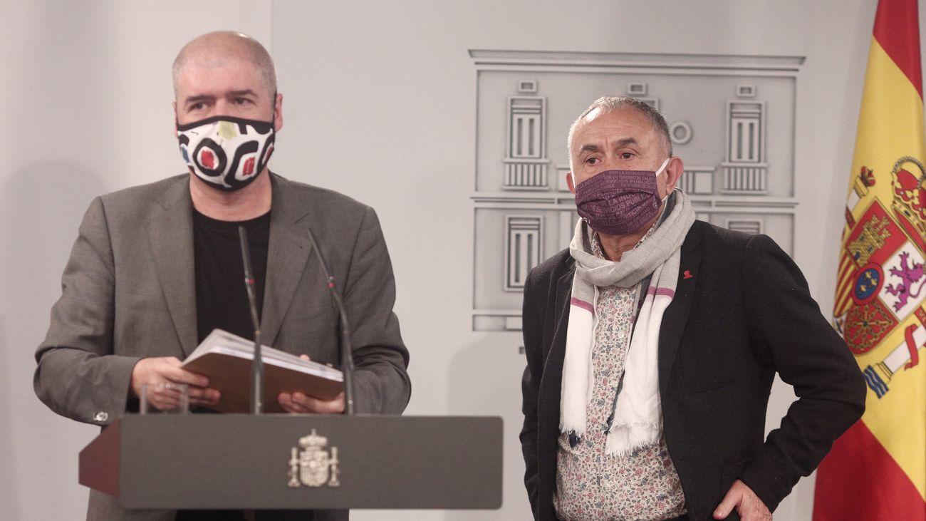 Unai Sordo (CCOO) y Pepe Álvarez (UGT) durante la firma de la Mesa del Diálogo para la Recuperación