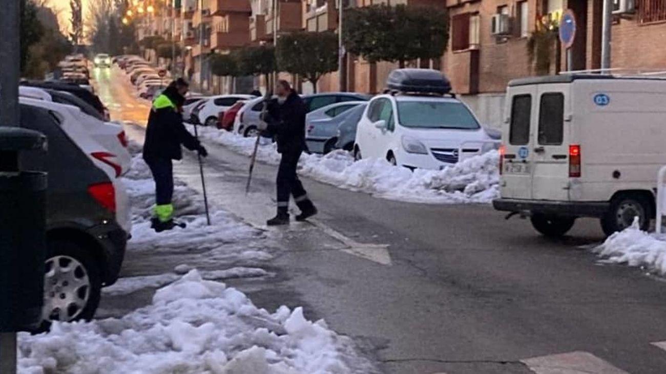 Operarios del dispositivo de limpieza del Ayuntamiento de San Fernando