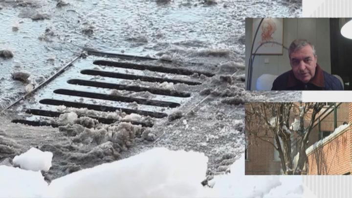 """Los arquitectos advierten que """"no hay que echar la nieve ni el hielo dentro de las alcantarillas"""""""