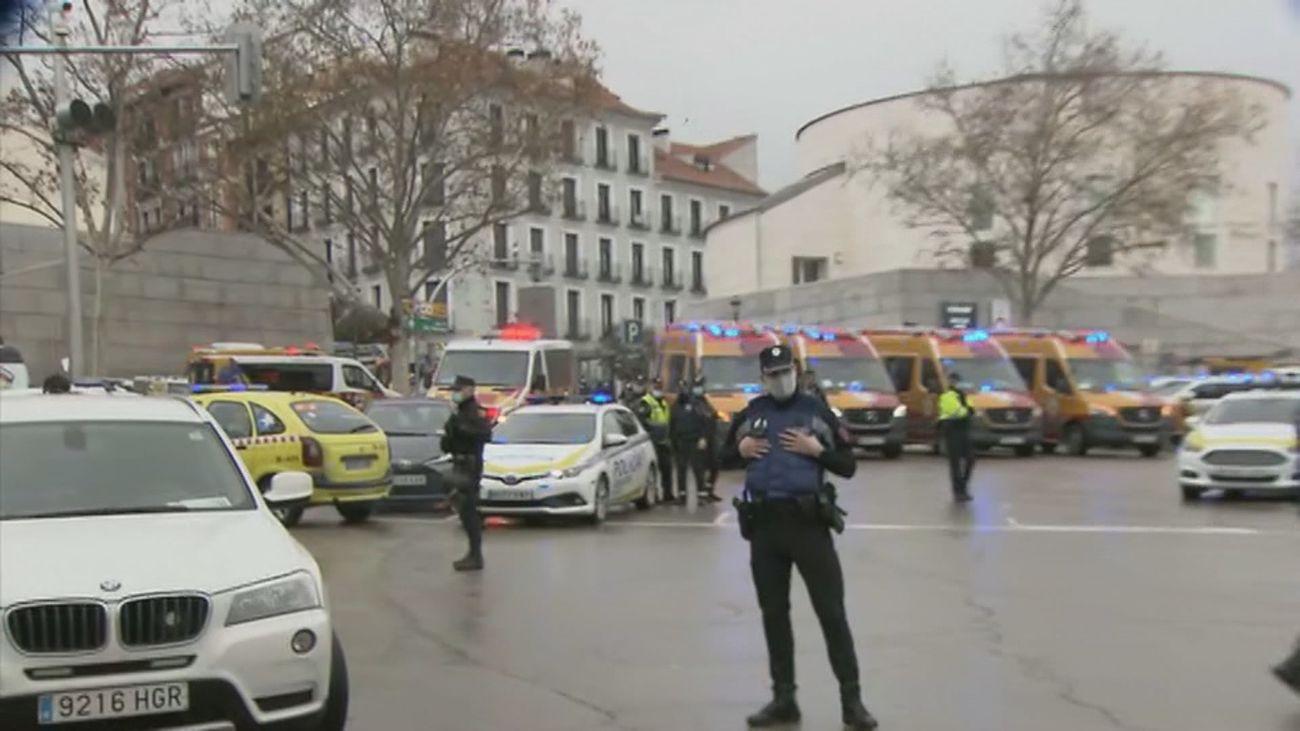 Ambulancias preparadas en la Puerta de Toledo