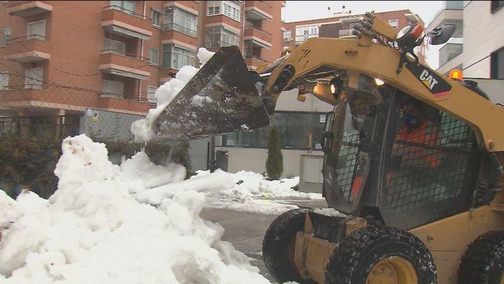 Bomberos, Selur y Protección Civil continúan con la limpieza de alcantarillas ante la previsión de lluvias