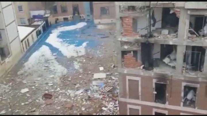 Bomberos y técnicos municipales valoran si se procede a demoler el edificio de la explosión de la  calle Toledo