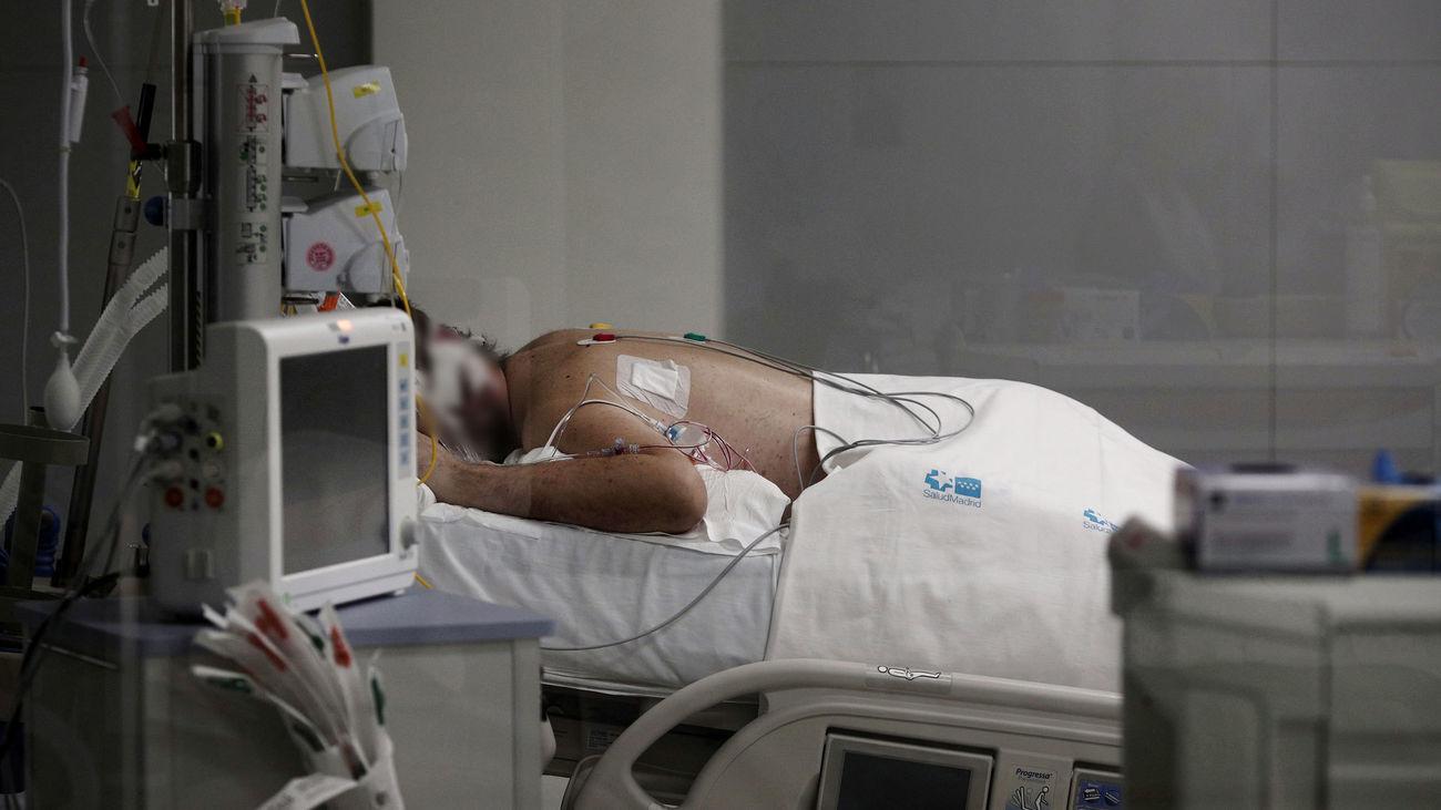Un  paciente de la UCI del Hospital Isabel Zendal