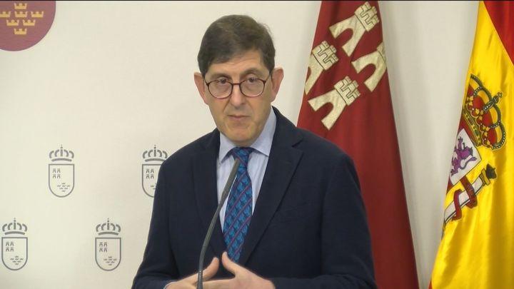 Renuncia el consejero de Salud de Murcia que se vacunó contra la Covid sin corresponderle