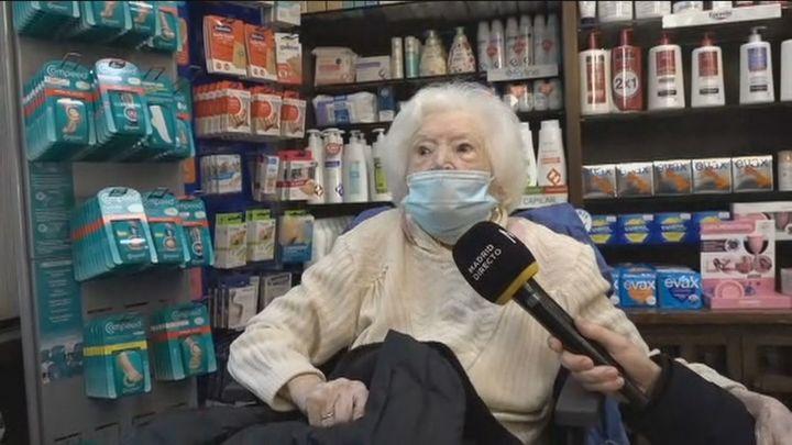 Una mujer de 98 años se refugia en una farmacia por la explosión