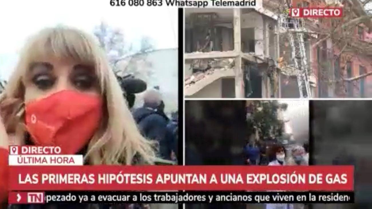Lourdes Maldonado, este martes, informando en directo desde la Puerta de Toledo.